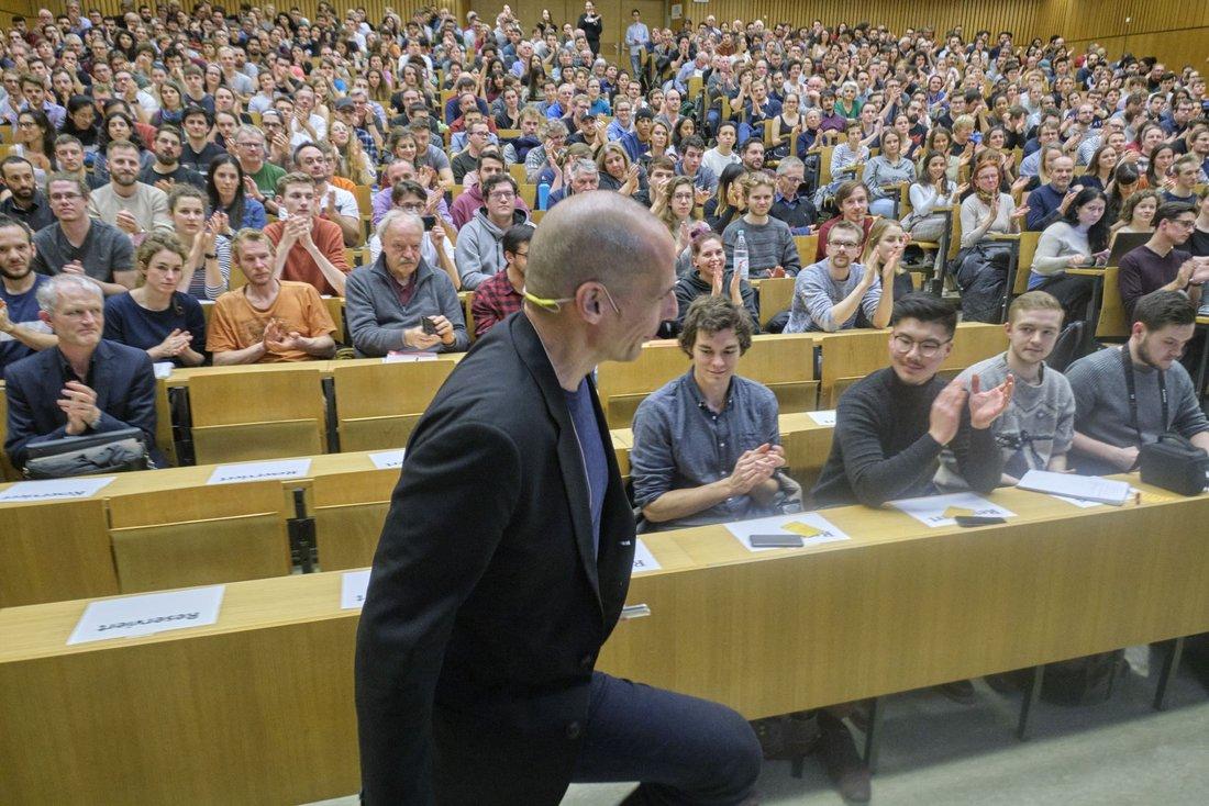 Über mangelndes Interesse kann sich Varoufakis in Tübingen nicht beklagen.