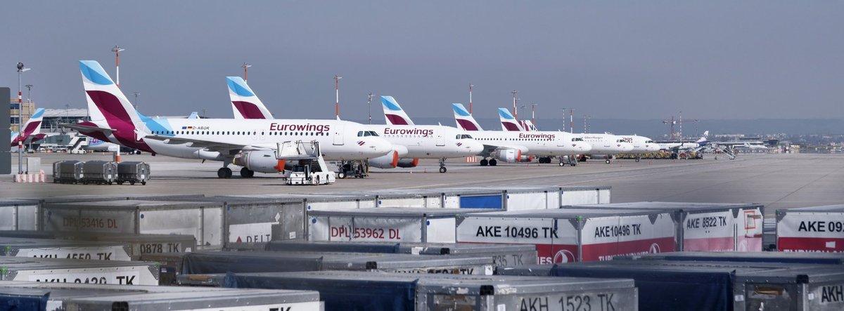 Coronabedingt blieben die Ferienflieger am Boden – und Fluggäste erstmal auf ihren Kosten sitzen. Fotos: Joachim E. Röttgers