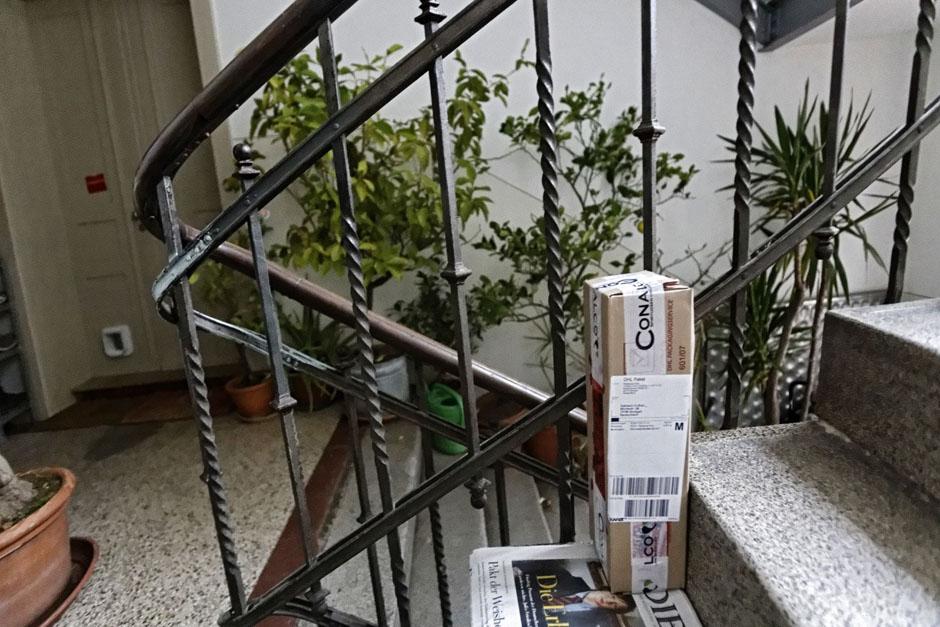 kontext wochenzeitung ausgabe 208 wohnen ohne dicke kohle. Black Bedroom Furniture Sets. Home Design Ideas