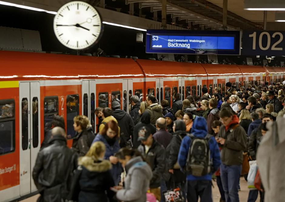 Stuttgart U Bahn >> KONTEXT:Wochenzeitung - Ausgabe 230 - Ohne Moos nichts los